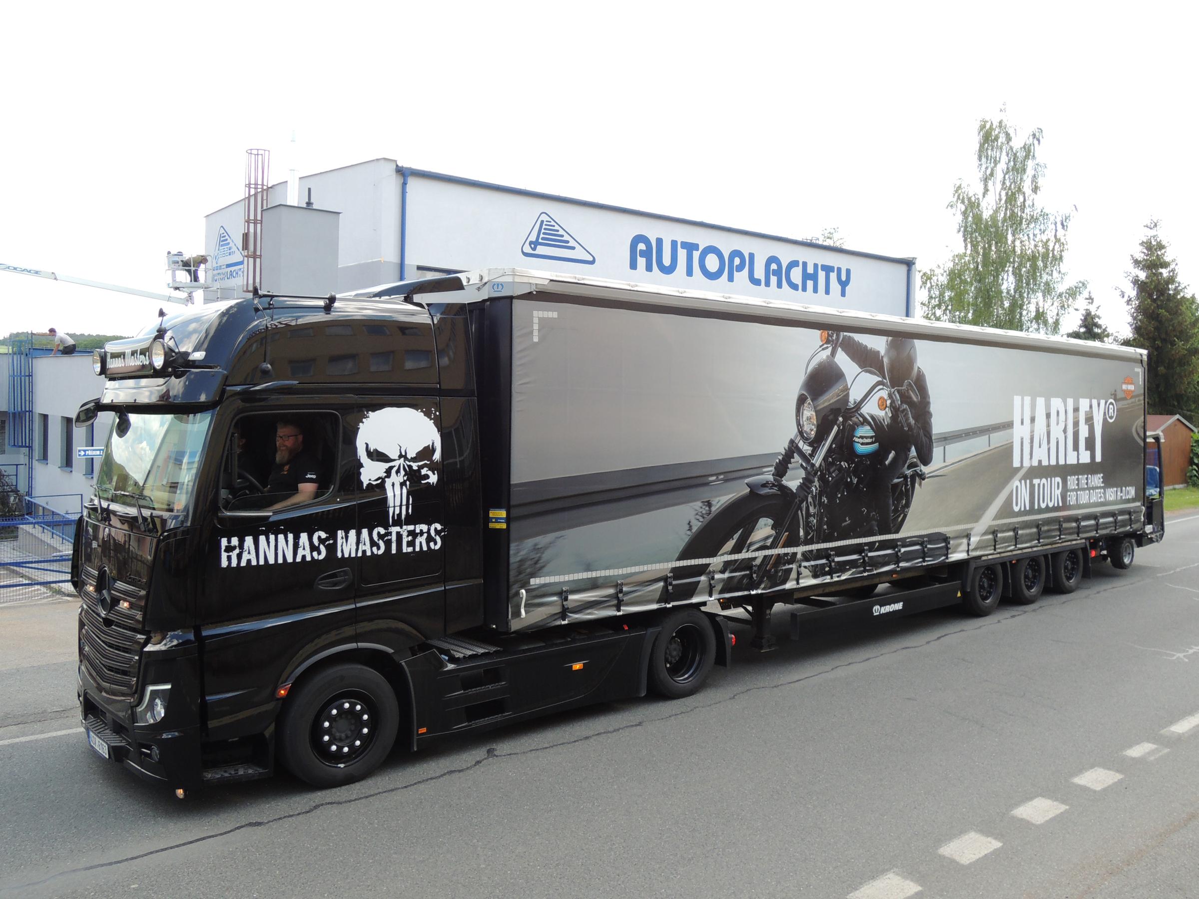 Harley on Tour 2020 truck napakowany motocyklami