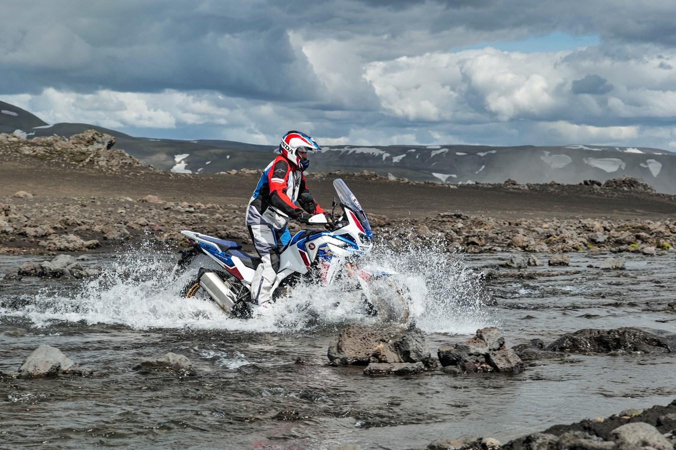 Honda Africa Twin w trzeciej trasie Adventure Roads tym razem Islandia 2021