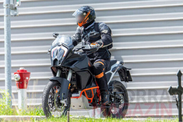 Szpiegowskie zdjęcia nowej generacji KTM 1290 Super Adventure 2021
