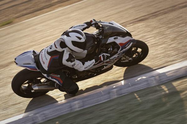 BMW Motorrad prezentuje części M Performance.
