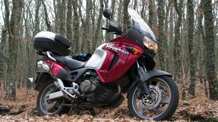 Honda Varadero – jak zmieniał się motocykl na przestrzeni lat i czy ciągle warto w niego zainwestować?